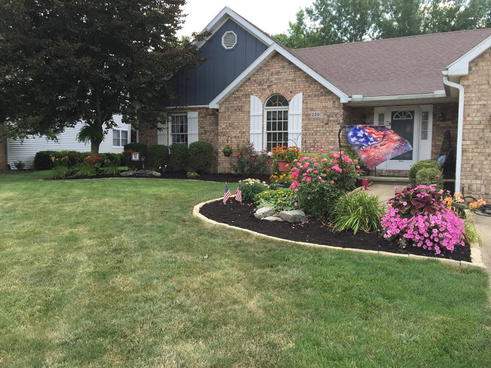 Landscaping - Rhoads Garden Center Inc - Circleville, Ohio on